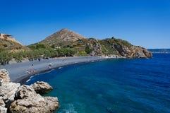 海滩黑色石头 免版税图库摄影