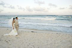 海滩brid加勒比婚礼 免版税库存图片