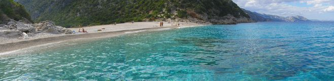 海滩cala意大利全景撒丁岛sisine 库存照片
