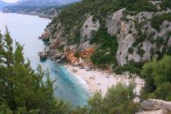 海滩cala gonone撒丁岛 免版税库存照片