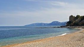 海滩cala gonone 免版税图库摄影