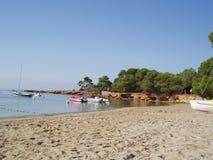 海滩cala ibiza pada 免版税库存照片
