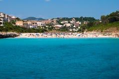 海滩cala majorca romantica西班牙城镇 免版税图库摄影