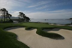 海滩calif高尔夫球场小卵石 免版税库存照片