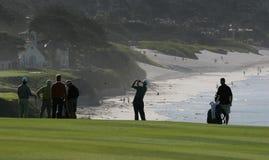 海滩calif高尔夫球场小卵石 免版税库存图片