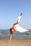 海滩capoeira舞蹈演员 库存图片