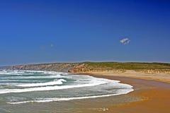 海滩carapateira葡萄牙 免版税库存图片