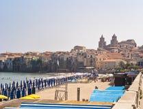 海滩cefalu西西里岛 库存照片