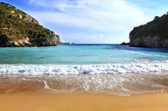 海滩corfu水平的paleokastritsa 库存图片