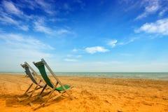 海滩deckchairs二 免版税图库摄影