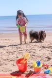 海滩e女孩我少许p 库存图片