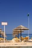 海滩edzr标志绿色伞 免版税图库摄影