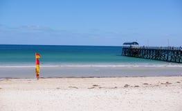 海滩henley救生 免版税库存照片