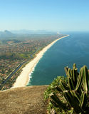 海滩itaipuacu山mourao顶视图 库存照片