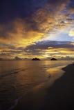 海滩lanikai太平洋日出 免版税库存照片