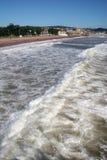海滩paignton海浪 免版税库存照片
