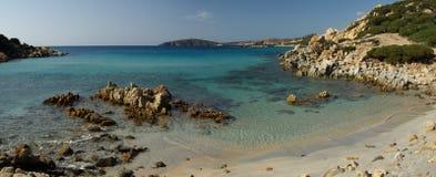 海滩perdalonga通配撒丁岛的视图 免版税图库摄影