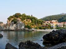 海滩Piso Krioneri的Parga外型。 免版税库存照片