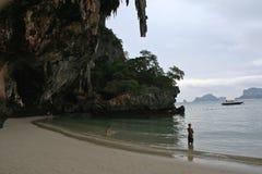 海滩railay注意的通知 免版税库存图片