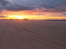 海滩redcar日落 库存图片