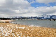 海滩Tahoe湖冬天 库存照片