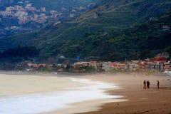 海滩taormina 图库摄影