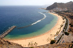 海滩tenerife teresitas 库存图片