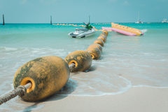 黄海漂浮漂浮在海为分区安全游泳和喷气机定义了Sk 库存照片