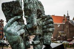 海牙,荷兰- 2015年10月22日:在小室Haag -市的著名抽象雕塑荷兰 库存照片