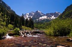 海狸岩石水坝的山 库存图片