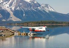 海狸水上飞机BC被栓对北的一个船坞 库存图片