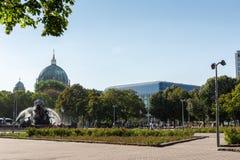 海王星喷泉在柏林 免版税库存照片