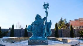 海王星喷泉雕象在冬天 E 海王星美好的雕塑坐海豚站立  影视素材