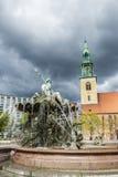 海王星喷泉Neptunbrunnen在柏林,德国 免版税图库摄影