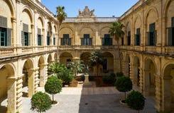 海王星庭院在高段棋手` s宫殿 瓦莱塔 马耳他 免版税库存照片