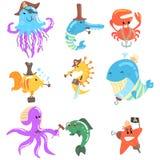 海生动物和水下的野生生物与海盗和水手辅助部件和属性被设置可笑的漫画人物 库存图片