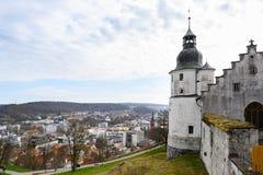 海登海姆,德国,2019年4月7日:从城堡Hellenstein的看法在镇海登海姆在德国南部 库存照片