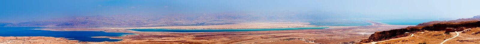 死海的全景在Judaean沙漠-以色列 免版税库存图片