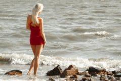 海的单独妇女 免版税图库摄影