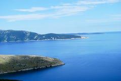 海的坚固性海岸线 免版税图库摄影