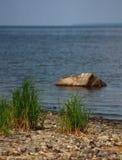 海的岩石岸 库存照片