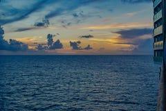 海的日落视图,游轮视图 免版税图库摄影
