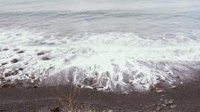 海的有卵石花纹的岩石岸的看法 股票录像