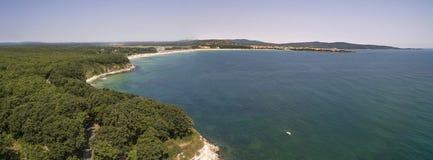 黑海的海岸线的美丽的景色从上面 库存图片