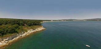 黑海的海岸线的美丽的景色从上面 图库摄影