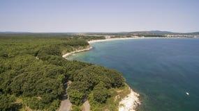 黑海的海岸线的美丽的景色从上面 库存照片
