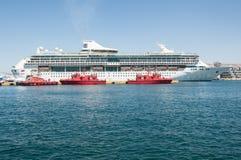 海的皇家加勒比船辉煌 免版税库存图片