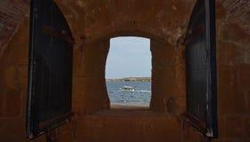 海的看法通过一个开窗口 免版税图库摄影