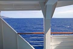 海的看法从小船的 免版税库存照片