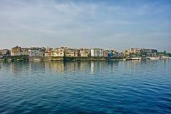从海的科孚岛都市风景 免版税库存图片